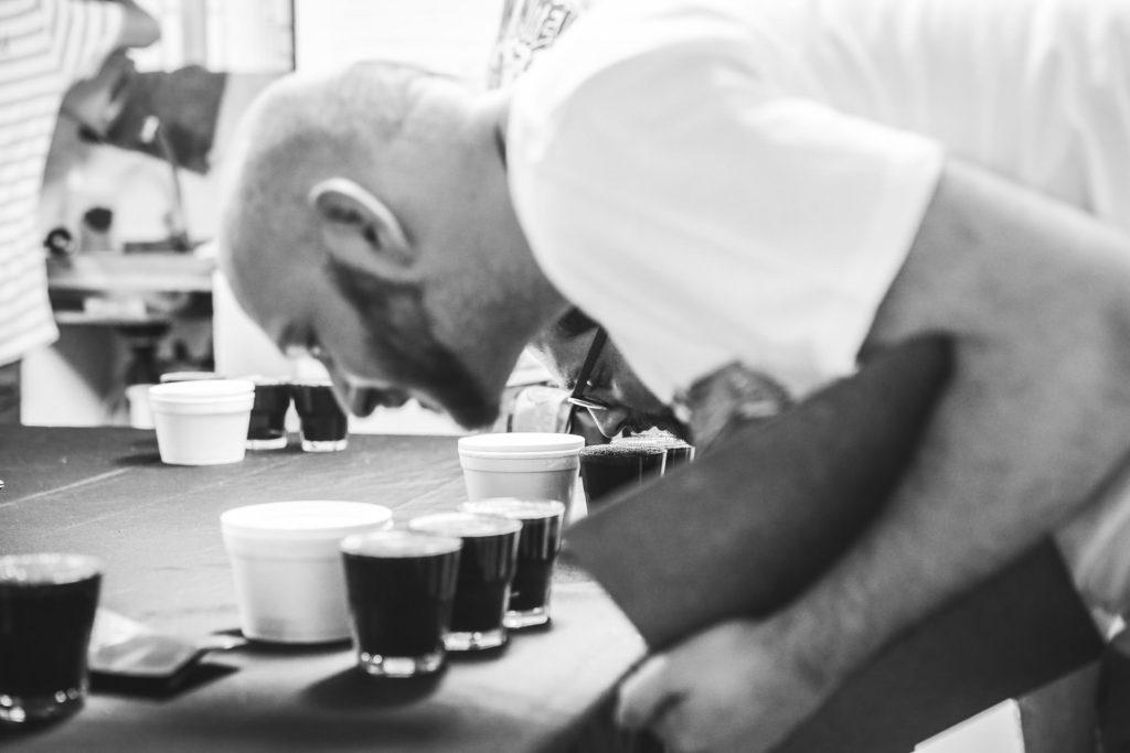 Lerne die unterschiedlichen Aromen von Kaffee kennen.